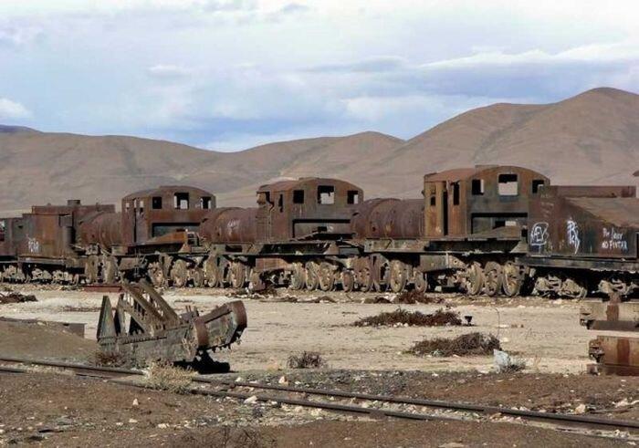 Кладбище паровозов в Боливии (12 фото)