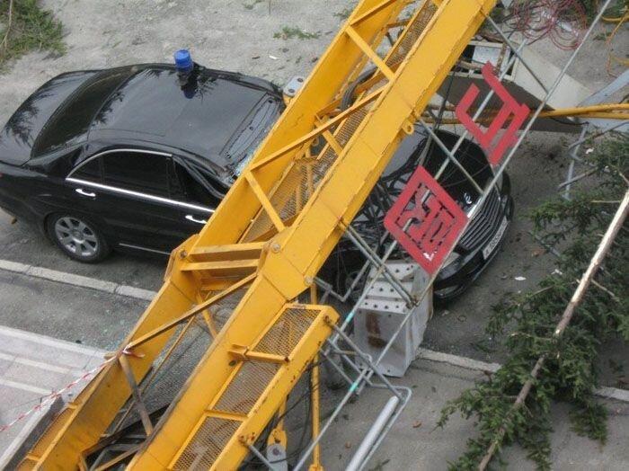 В Новосибирске упал кран (8 фото)