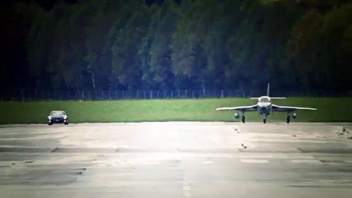 Nissan GT-R  против реактивного истребителя (фото+видео)