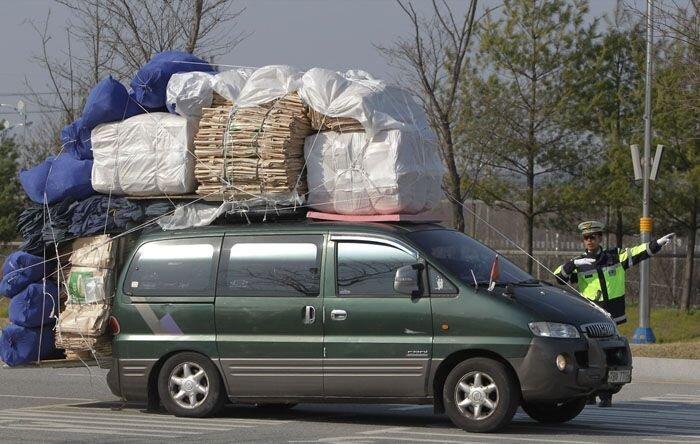 Рабочие уезжают из Северной Кореи (16 фото)