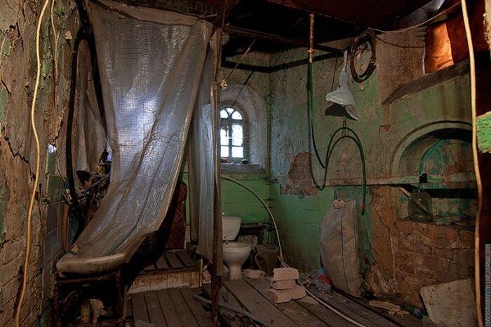 Заброшенный дом в центре Москвы (15 фото)