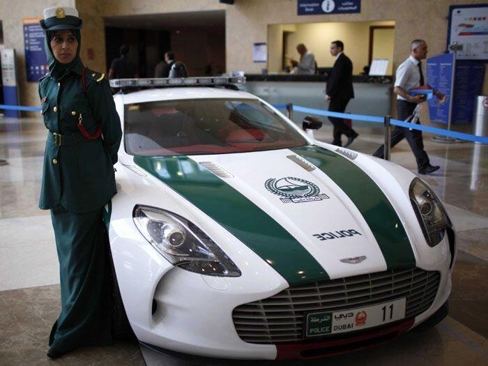 Полиция Дубая снова удивляет (13 фото)
