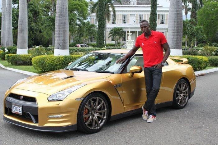 Самый быстрый человек в мире получил золотой Nissan GT-R (9 фото)