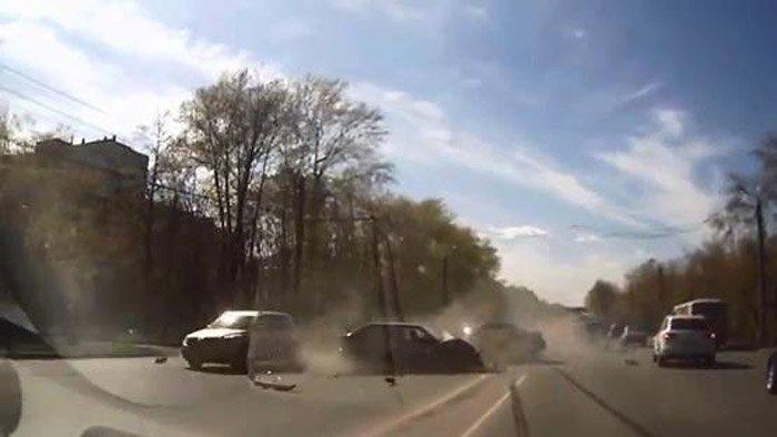 Авария дня часть 1038 (2 фото+видео)