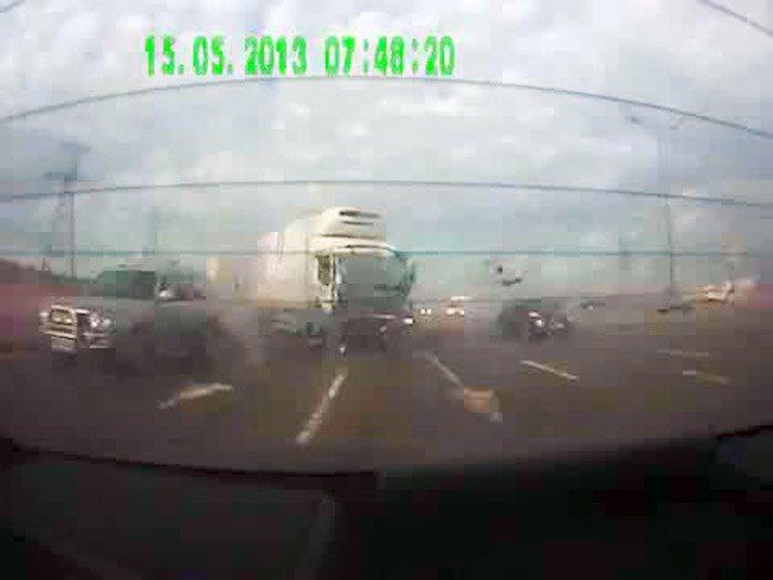 Авария дня часть 1039 (фото+2 видео)