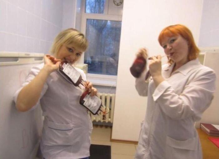 Скандальные фотографии медсестер городской больницы Александровска (5 фото)