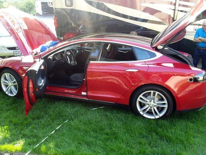 Новая Tesla - фотоотчет первого владельца (12 фото)