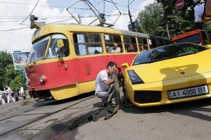 Девушка на Lamborghini парализовала движение в Киеве (8 фото+видео)