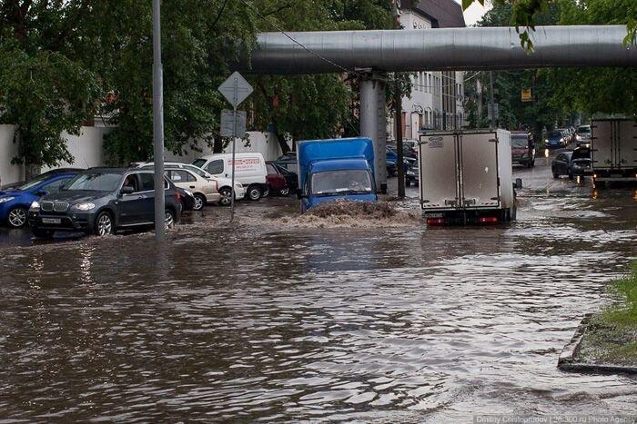 Затопленные улицы в Москве (21 фото)