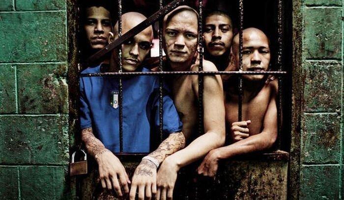 Безжалостные банды Сальвадора (20 фото)