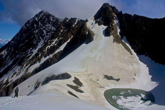 Загадочное озеро скелетов (8 фото)