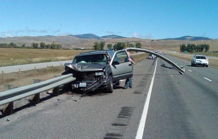 Самые необычные автомобильные аварии (30 фото)