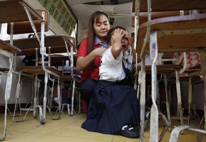 Путь от дома до школы манильских детишек (16 фото)