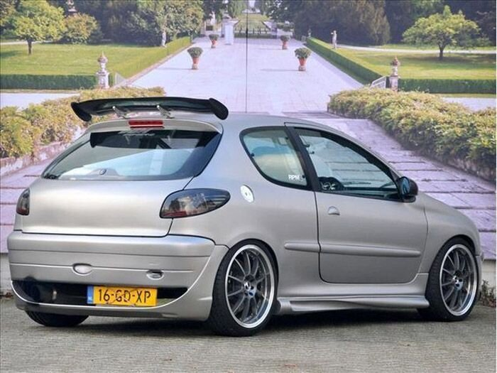 Найдено на Ebay. 300-сильный Peugeot 206 (26 фото)