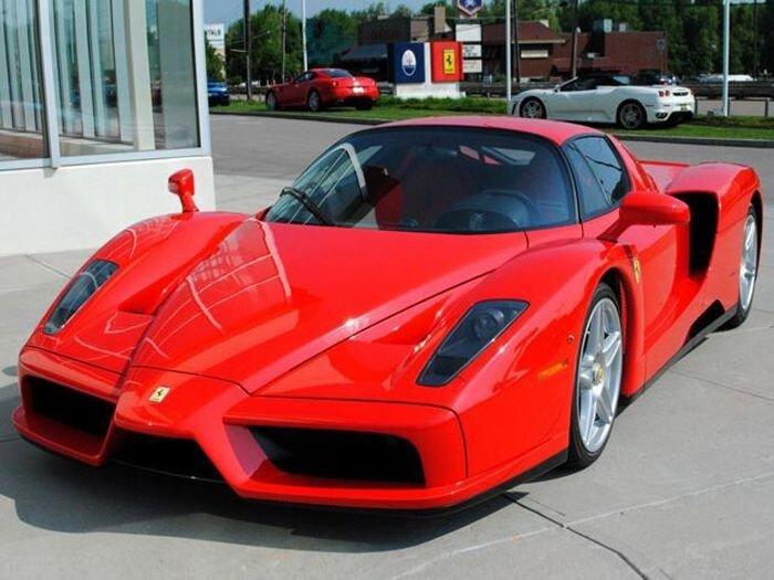 Продаются легендарные Ferrari F40, F50 и Enzo (20 фото)