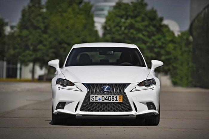 Lexus объявил российские цены на новый седан IS