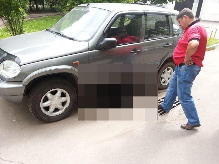 Случай с припаркованным авто во дворе (4 фото)