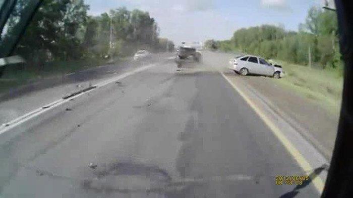 Авария дня часть 1077 (фото+2 видео)