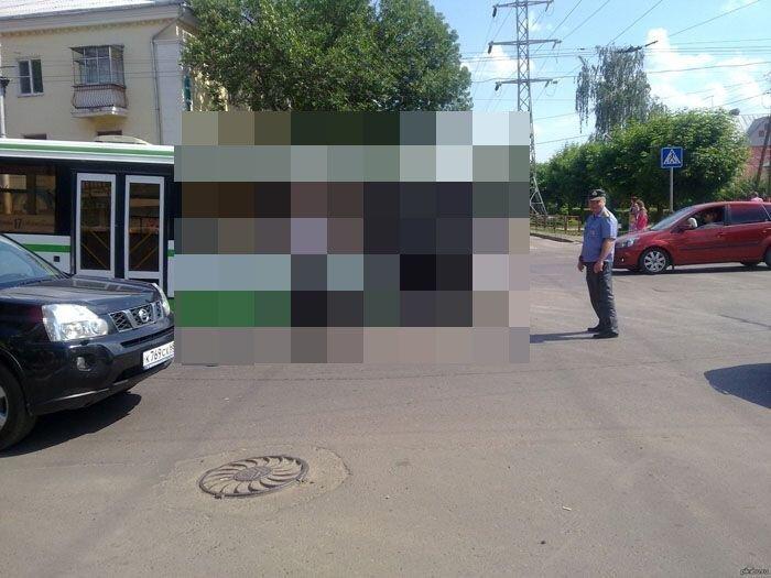 Автобус застрял в текстурах (4 фото)