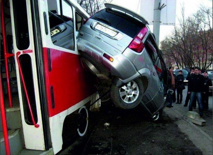 Трамвай всегда прав (9 фото)
