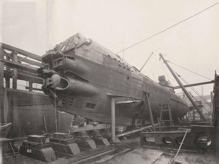 Затонувшая немецкая подлодка UB-110 поднята на поверхность (27 фото)