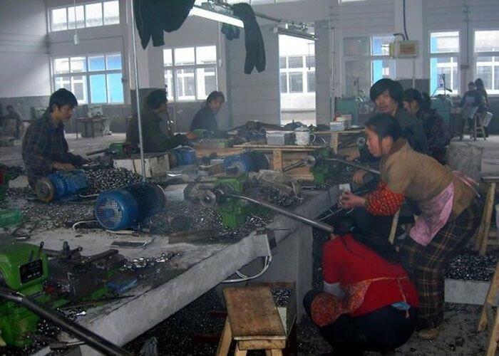 Как делают свечи зажигания в Китае (8 фото)