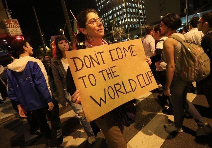 Массовые акции протеста в Бразилии (16 фото)