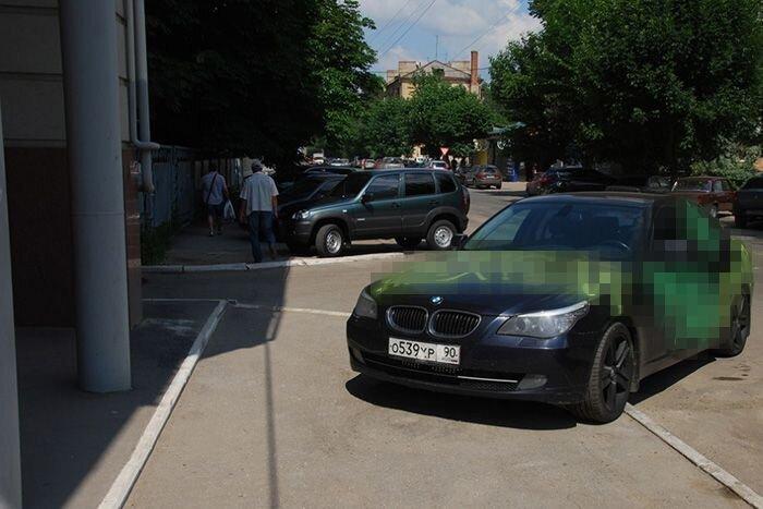 Месть за парковку на тротуаре (9 фото)