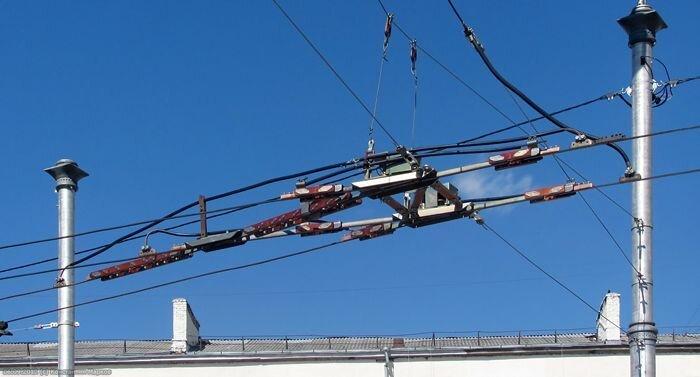 Троллейбусная стрелка и другие спецчасти контактной сети (6 фото)