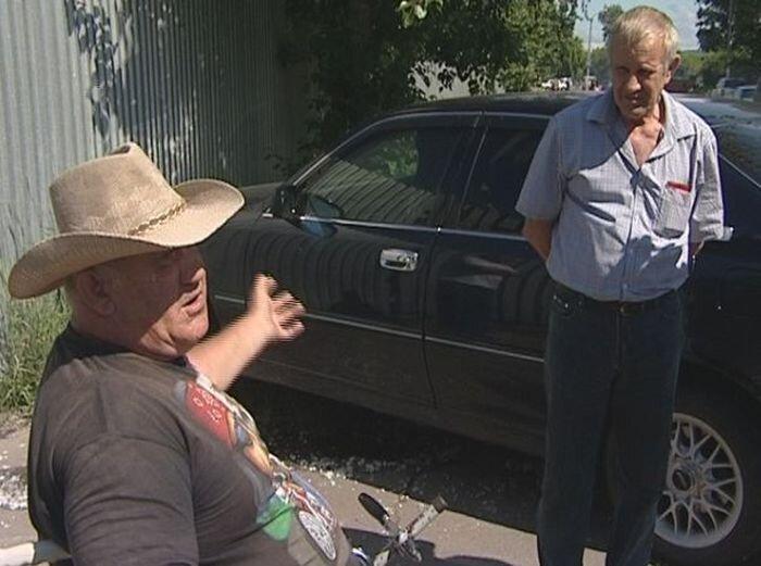 Инвалида выгнали на улицу умирать (5 фото)