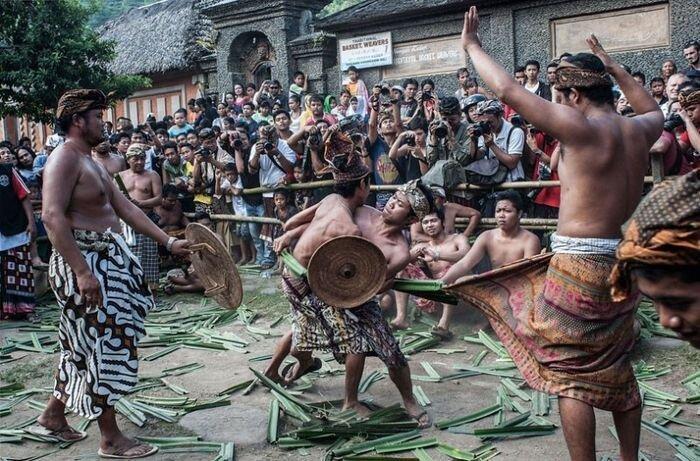 Военный ритуал в деревне Тенгананеса (14 фото)
