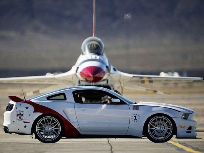 Уникальный Ford Mustang U.S. Air Force Thunderbirds продадут с аукциона (8 фото)