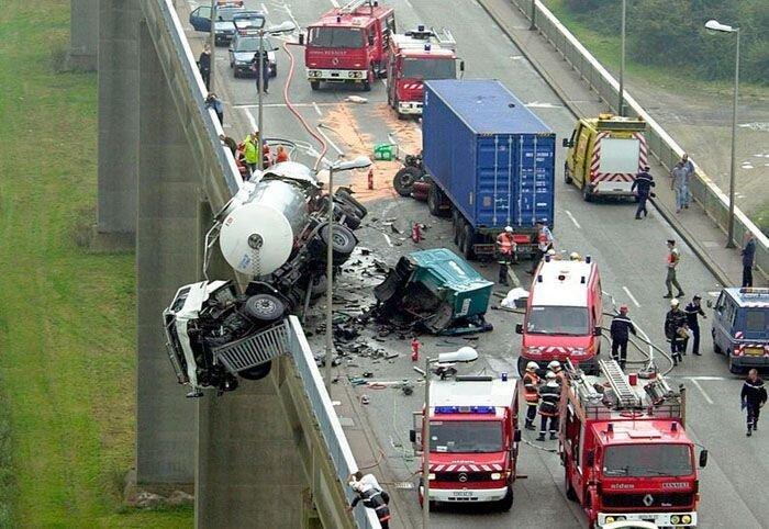 Самые страшные и необычные аварии (13 фото)