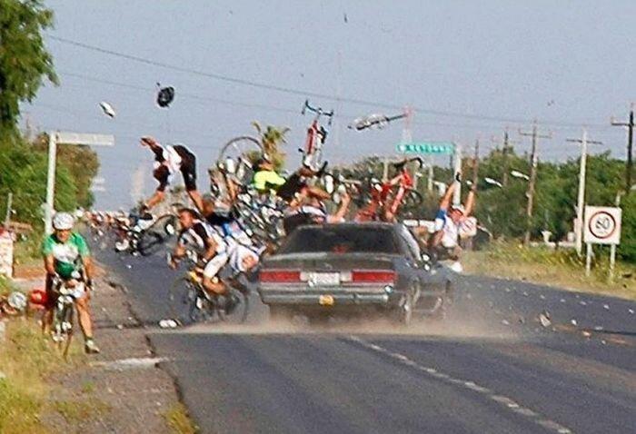 Страшные аварии на дорогах мира (12 фото)