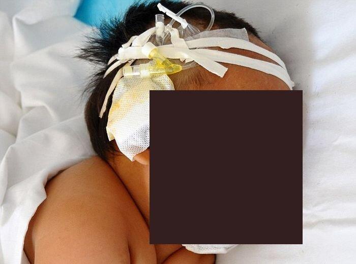 Мать 90 раз пырнула ножницами своего ребёнка (3 фото)
