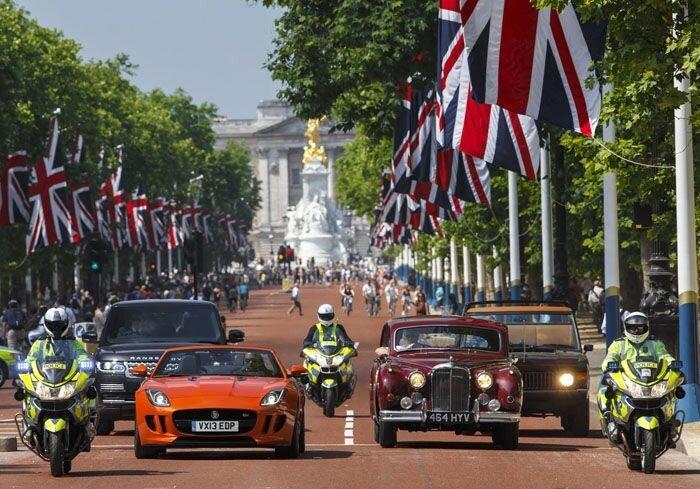 Jaguar Land Rover празднует 60-летие коронации Елизаветы II  (12 фото)