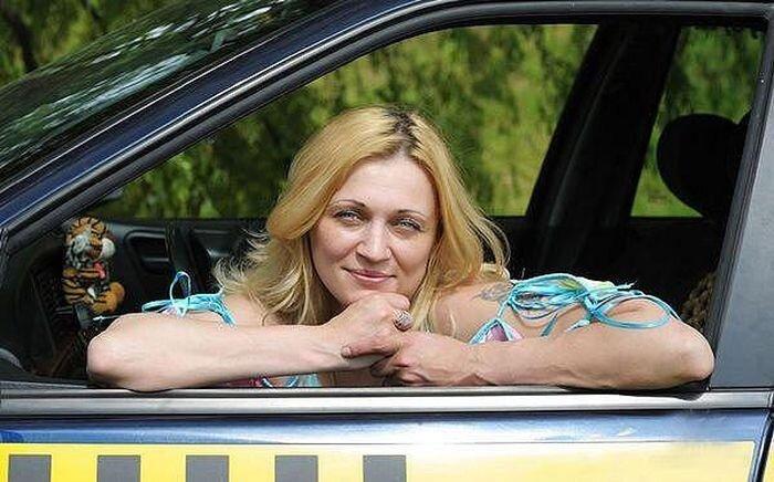 Каково быть женщиной-таксистом (9 фото)