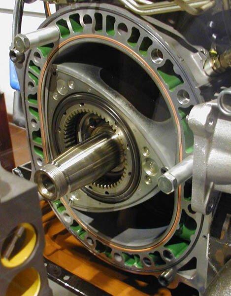 Роторно-поршневой двигатель Ванкеля (15 фото+3 видео)