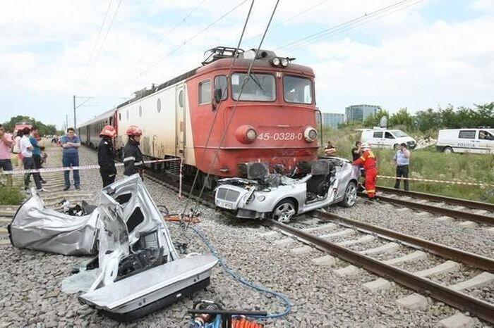 Румынский миллиардер на своем Bentley погиб под поездом (3 фото+видео)