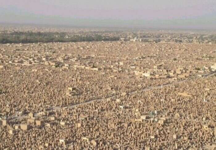 Вади-эль-Салама — самое большое кладбище в мире (11 фото)