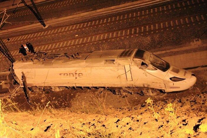 Крушение поезда в Сантьяго-де-Компостела (10 фото)