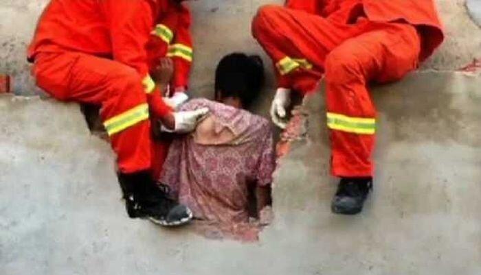 Люди приняли китаянку за привидение (2 фото)