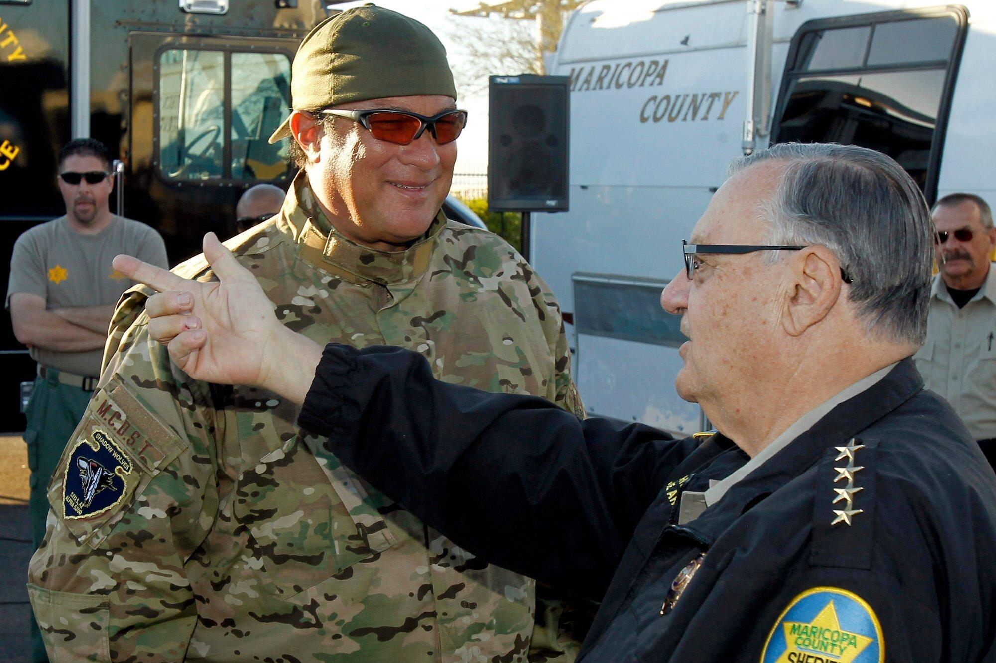 Шериф Джо призывает 250 тыс. вооружённых американцев дать отпор террористам