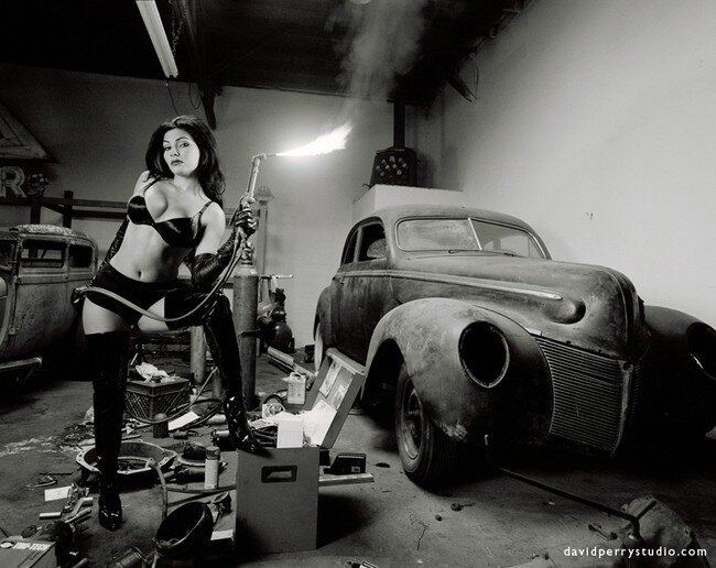 Девушки и машины (34 фото)