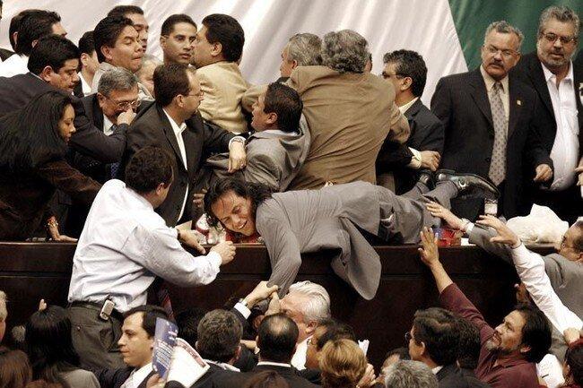 Драки политиков (14 фото)