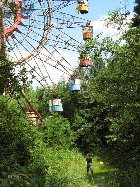 Заброшенные парки аттракционов (40 фото)