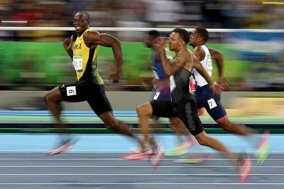 Даже в финале олимпийской 100-метровки не забывай улыбаться в камеру!