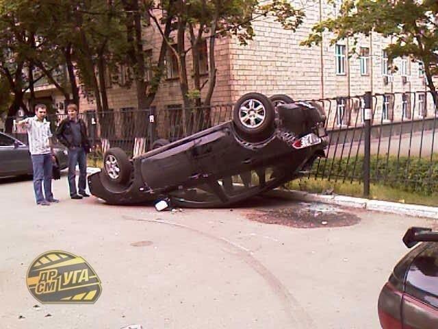 Десятка нелепых киевских ДТП 2008 года (32 фото + текст)