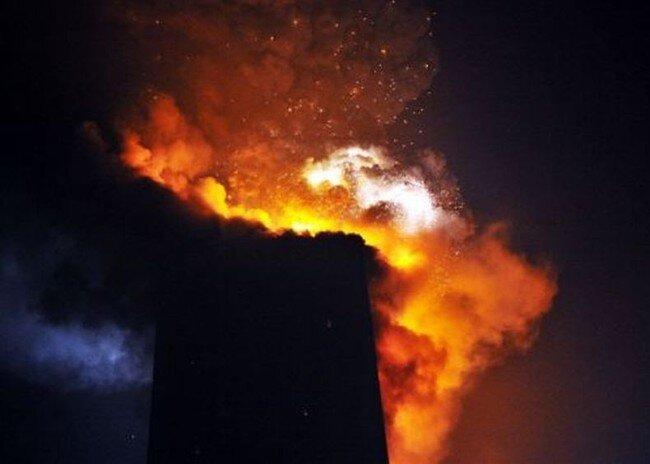 В Пекине сгорел небоскреб (21 фото + видео)