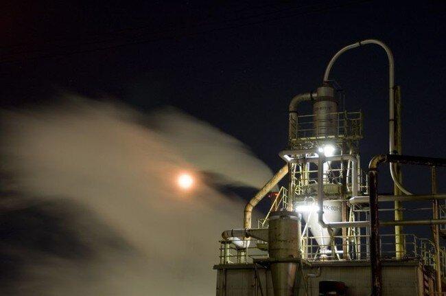Заводы Японии в ночи (33 фото)